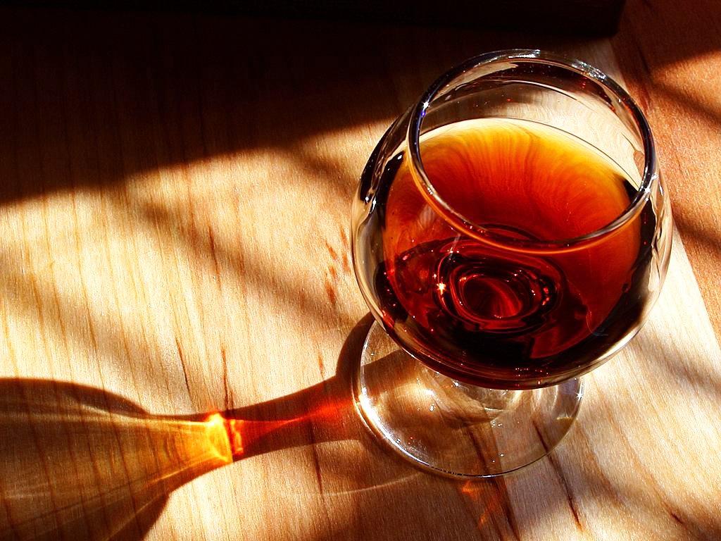 http://calcuttawineclub.com/image/wine-05.jpg